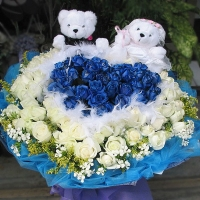 18 Blue & 18 White Roses & couple bear Bear